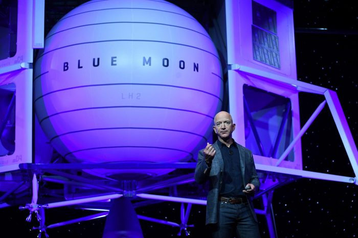 Bidder Pays $28m for Space Trip with Amazon's Bezos